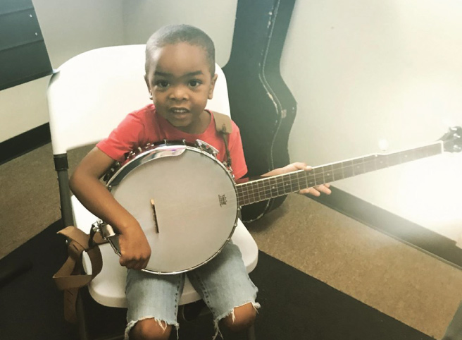 Red dirt music academy banjo student